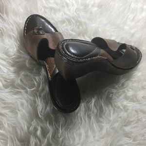 Born 2.8 inch Sandals Size 9 Narrow Brown